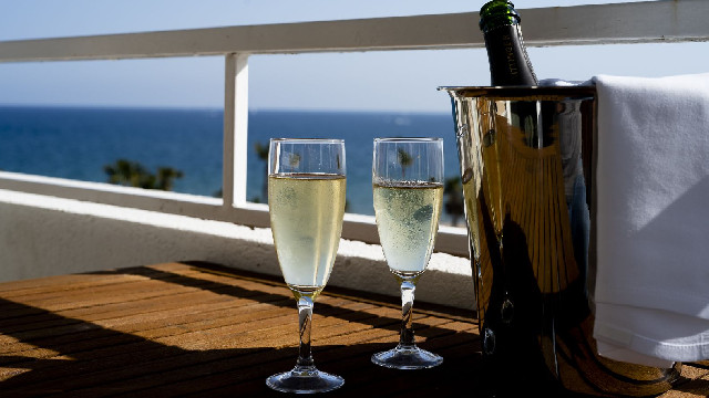 Pause champagne en chambre