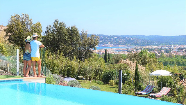 La magnifique vue de la piscine