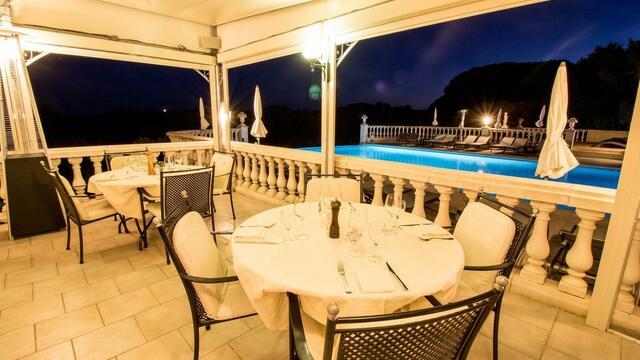 Votre dîner côté piscine