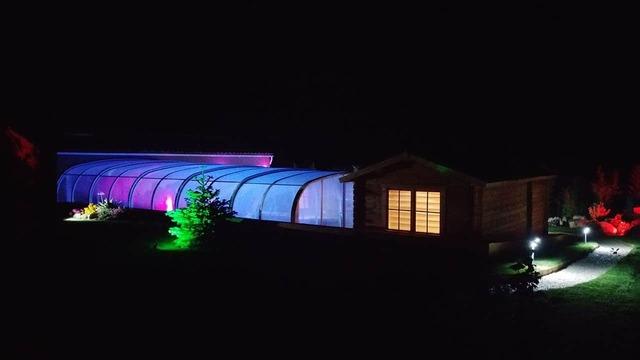 Profitez de la piscine couverte ou en plein air